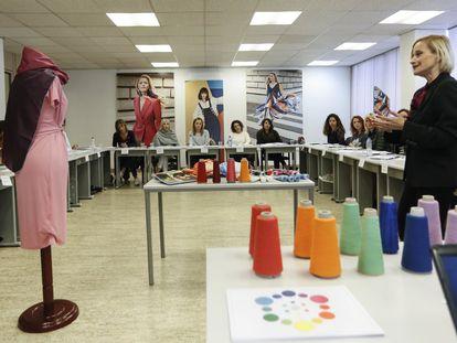 Curso de especialización en moda mujer y protocolo en el vestir