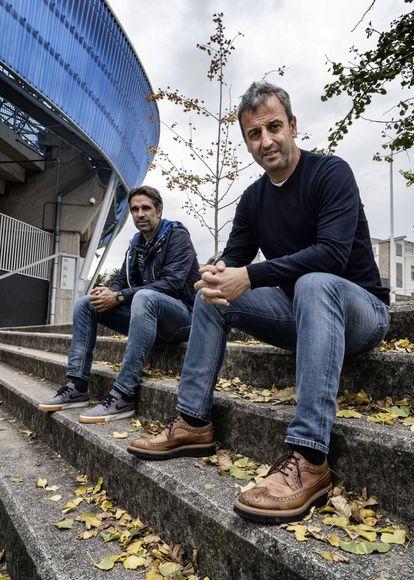 Junto al estadio de Riazor, Fran y El Flaco Valerón, dos mitos del club hoy en su organigrama.