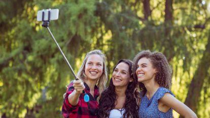 Una selección de los mejores 'palos-selfie' del mercado según tu presupuesto.