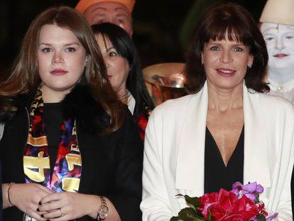 Camille Gottlieb (izquierda) y la princesa Estefanía de Mónaco, en la 41 edición del Festival Internacional de Circo de Monte-Carlo, en enero de 2017.