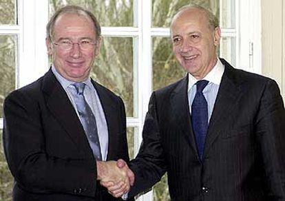 Los ministros de Economía de España y Argentina, Rodrigo Rato y Roberto Lavagna.