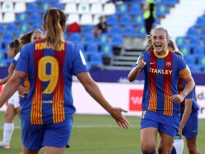 Alexia Putellas celebra junto a Mariona Caldenteny el gol que acababa de marcar el Barcelona ante el Madrid el pasado mes de mayo.