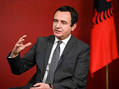 El líder de Vetevendosje, Albin Kurti, este lunes durante una entrevista en Prístina.