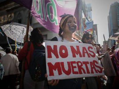 En distintas ciudades del continente americano las manifestantes piden medidas contra los feminicidios y legalizar el aborto