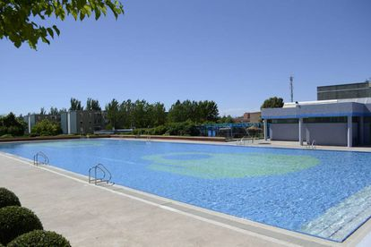 Piscina municipal de Mejorada del Campo (Madrid), en cuyas instalaciones se ha producido la agresión.