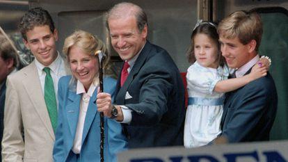 El senador de Delaware, Joe Biden, junto a su esposa Jill, su hija Ashley y sus hijos Beau y Hunt, en 1987.