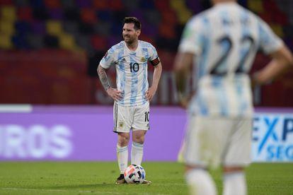 Lionel Messi, antes de patear el penalti para Argentina en el partido contra Chile, este jueves.