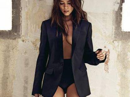 Juana Acosta posa en exclusiva para ICON con chaqueta de esmoquin Dsquared2 y culotte de satén Eres.