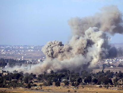 Una explosión en Quneitra vista desde los Altos del Golán.