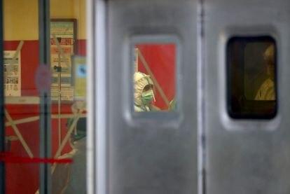 Un trabajador del hospital 12 de octubre de Madrid.