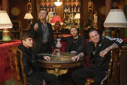 Desde la izquierda, Kevin Brand, Anton Yakovlev (de pie), Yan Tual y Michael John Treanor, en una imagen promocional de 'Nasdrovia'.
