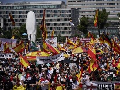 Manifestación contra los indultos del Gobierno a los líderes independentistas catalanes en la Plaza de Colón en Madrid.