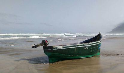 Patera usada por magrebíes en una playa de Lanzarote.