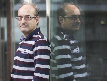 El genetista Carles Lalueza-Fox, en su centro de investigación, en Barcelona.