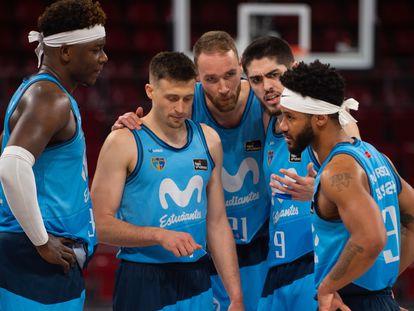 Delgado, Avramovic, Brown, Vicedo y Roberson, en un partido del Estudiantes. acbphoto