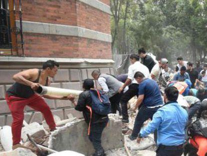 El seísmo, de magnitud 7,1, sacudió con fuerza la capital del país y otros cuatro Estados