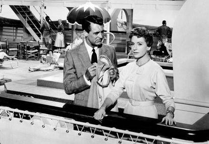 Cary Grant y Deborah Kerr en el 'SS United States' en 'An affair to remember'.