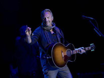 Kevin Costner. anoche en su concierto en los jardines de Pedralbes en Barcelona.