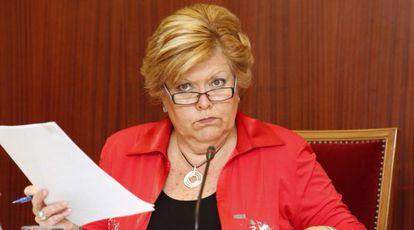 La alcaldesa de Novelda, Milagrosa Martínez, esta mañana durante el pleno municipal.