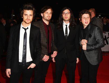 Jared, Caleb, Matthew y Nathan Followill, miembros de Kings of Leon, llegando a la gala de los Brit Awards de 2009.