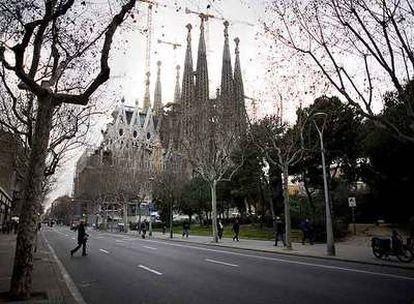 La Sagrada Familia, vista desde la calle de Mallorca, bajo la cual discurrirá el AVE.