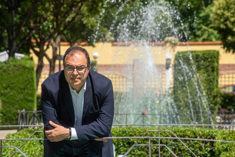 El alcalde de Leganés, Santiago Llorente, en el parque Central de la localidad.