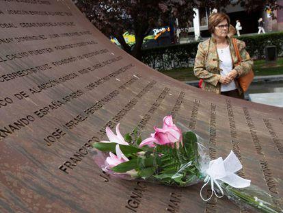 La madre de una de las víctimas, en el homenaje a los fallecidos en el accidente del Yak-42 por su 15 aniversario.