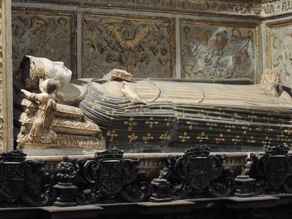 Sepulcro en la catedral de Toledo de la reina Catalina de Lancaster (1373-1418), reina consorte de Castilla por su matrimonio con el rey Enrique III.