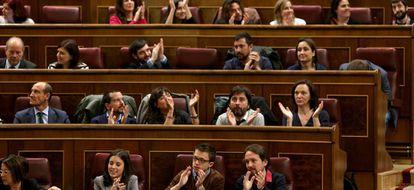 Los diputados de Podemos, durante una sesión en el Congreso.