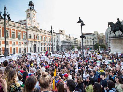 Manifestación de venezolanos contra Nicolás Maduro este martes en la Puerta del Sol de Madrid.