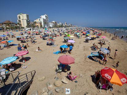 Aspecto de la playa de Gandia, municipio en el que el Consell ha decidido suspender la actividad de ocio nocturno.