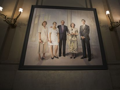 El retrato realizado por Antonio López entre 1994-2014, que recibe al público de Palacio Real, en el en el Salón de Alabarderos.