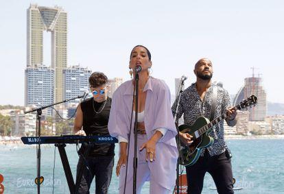 La cantante Ruth Lorenzo actúa durante el acto en el que la Generalitat Valenciana, Benidorm y RTVE han anunciado la firma de un protocolo de colaboración para la celebración de un evento musical que designe al representante español en Eurovisión.
