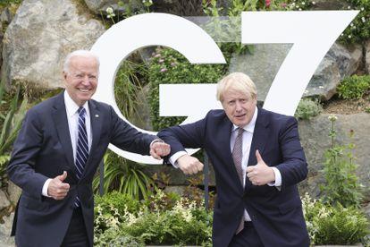 Joe Biden y Boris Johnson durante el encuentro bilateral celebrado el jueves en Carbis Bay, Reino Unido.