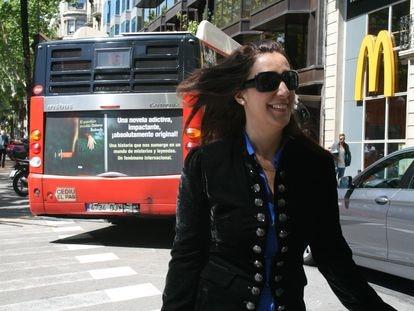Dolores Redondo, el día en que se sintió como Carrie Bradshaw en 'Sexo en Nueva York' al ver un autobús con el anuncio de su novela.