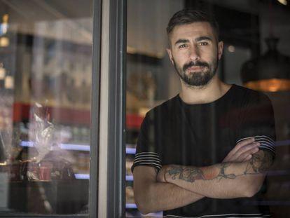 El rapero Rayden, en un bar de Madrid.