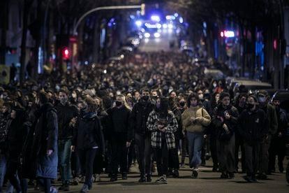 La manifestación feminista de Barcelona, ayer, a su paso por General Mitre.