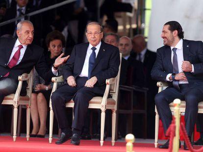 Desde la izquierda, el portavoz del Parlamento libanés, Nabih Berry, el presidente Michel Aoun y el primer ministro, Saad Hariri durante la ceremonia del día de la independencia este miércoles.