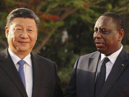 El presidente chino, Xi Jinping, con su homólogo senegalés, Macky Sall, en Dakar.