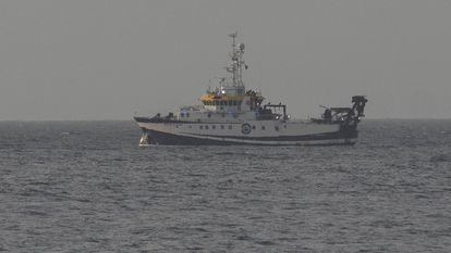 El buque oceanográfico Ángeles Alvariño continúa la búsqueda de la pequeña Anna y de su padre a escasos kilómetros de la costa de Santa Cruz de Tenerife, este viernes.