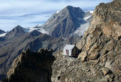 Refuge in memory of the architect-mountaineer Luca Pasqualetti built by Roberto Dini and Stefano Girodo on a peak of the Aosta Valley (Italy) at 3,000 meters high.