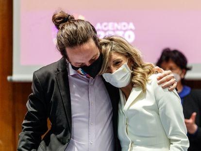 Pablo Iglesias y Yolanda Díaz, durante el traspaso de carteras de la vicepresidencia, el pasado 31 de marzo.