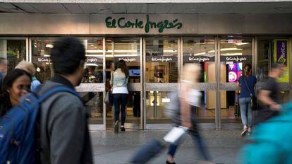Entrada de uno de los centros de El Corte Inglés en Madrid.