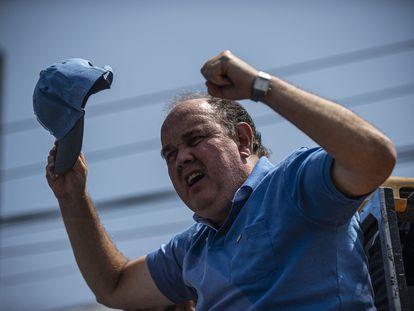 Rafael López Aliaga, candidato ultraderechista a las elecciones presidenciales de Perú, durante un mitin en Lima el pasado 27 de marzo.