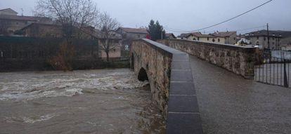 Puente de Arre, en Navarra, desde donde el hombre ha confesado que ha tirado el cuerpo de su pareja tras estrangularla.