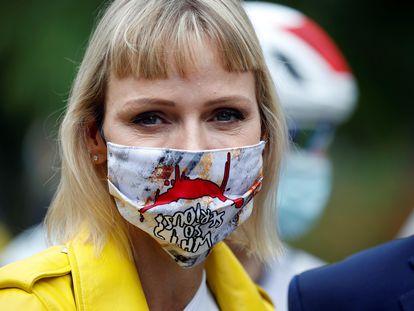 La princesa Charlene de Mónaco asiste a la primera etapa del Tour de Francia, en Niza en septiembre de 2020.