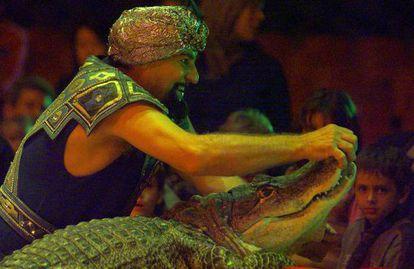 Príncipe Kharak- Khawak, domador de cocodrilos del Circo Mundial.