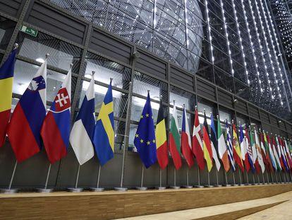 Banderas de los países pertenecientes a la Unión Europea, en Bruselas.