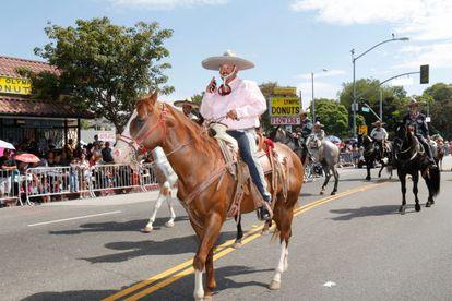Participantes en el desfile de la Independencia de México del Este de Los Ángeles, el domingo 7 de septiembre.