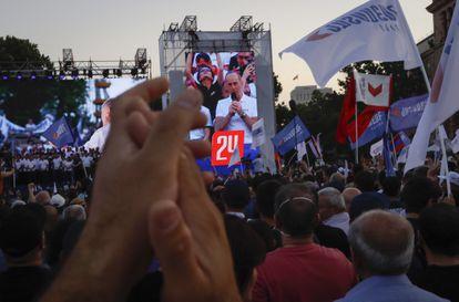 Acto de la campaña del expresidente Robert Korcharián, este viernes en Ereván.